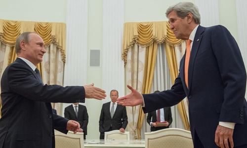 Tổng thống Nga Putin tiếp Ngoại trưởng Mỹ John Kerry trong cuộc gặp ở Moscow. Ảnh: Sputnik.