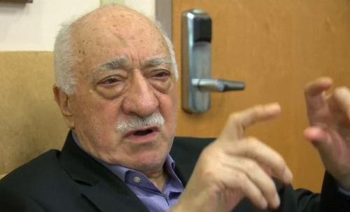Ông Gulen hôm qua trả lời báo chí tại nhà riêng ở Mỹ. Ảnh: REuters
