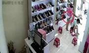 Nữ quái trộm 2 đôi giày nhét vào váy