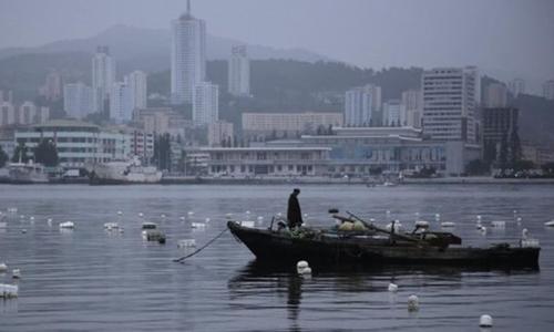 Nam thanh niên Triều Tiên nói anh ta trốn sang Nhật Bản trên một chiếc thuyền gỗ. Ảnh minh họa: AP
