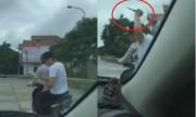 Video hai anh em lái ôtô đuổi bắt cướp cầm dao xem nhiều tuần qua
