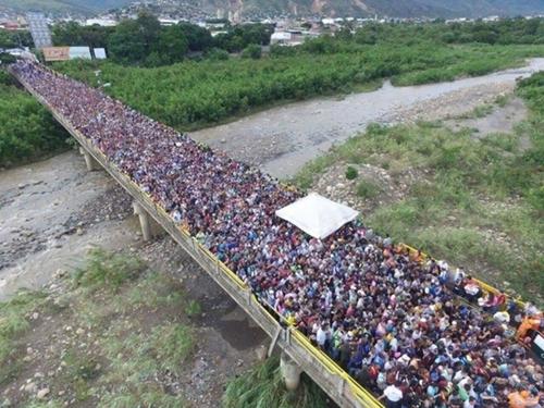 Người Venezuela ùn ùn tràn qua biên giới sang Colombia vì đói - Venezuela đói