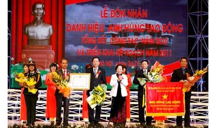 nguyen-bo-truong-vu-huy-hoang-ky-to-trinh-phong-anh-hung-lao-dong-cho-pvc-1