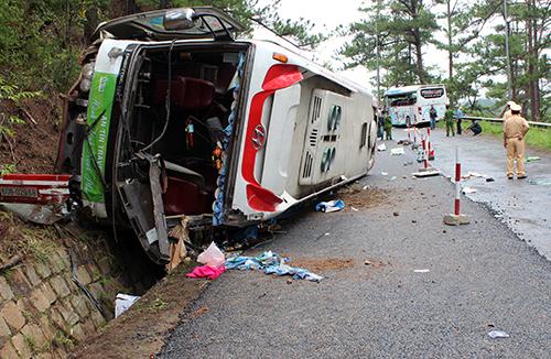 Hiện trường vụ tai nạn trên đèo Pren. Ảnh: Quốc Dũng