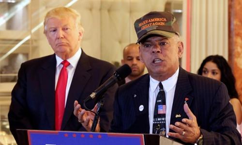 Nghị sĩ Al Baldasaro và tỷ phú Donald Trump, ứng viên của đảng Cộng hòa trong cuộc đua đến ghế tổng thống Mỹ. Ảnh: AP.