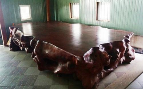 Giường gỗ tiền tỷ nặng 4 tấn của đại gia Hà Tĩnh