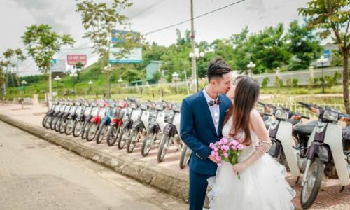 Cặp đôi chụp ảnh cưới cùng 30 xe máy Dream ở Sơn La - 30 xe máy Dream