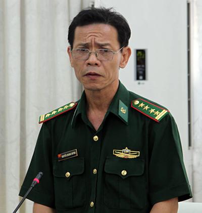 Đại tá Nguyễn Quang Huỳnh - Phó chỉ huy trưởng Bộ đội biên phòng tỉnh Ninh Thuận cho biết nguyên nhân tai nạn là tàu du lịch va chạm vào bè nhà hàng chở 300 du khách. Ảnh: Xuân Ngọc