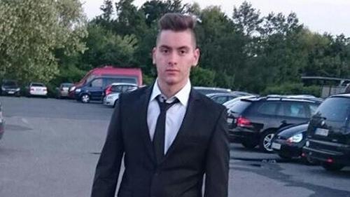 Ảnh 1: Anh hùng Huseyin Dayick đỡ đạn cho em gái song sinh trong vụ nổ súng ở Đức hôm 22/7.Ảnh: Twitter.