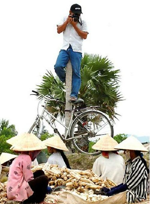 Tư thế chụp ảnh bá đạo của phó nháy - ảnh hài hot nhất Facebook, 10 ảnh hot Facebook
