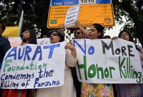 Các nhà hoạt động biểu tình phản đối giết người vì danh dự ở thủ đô Islamabad, Pakistan. Ảnh: AFP.