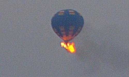 Ít nhất 16 người có mặt trên khinh khí cầu rơi xuống bang Texas sáng 30/7. Ảnh minh họa: Buzzfeed.