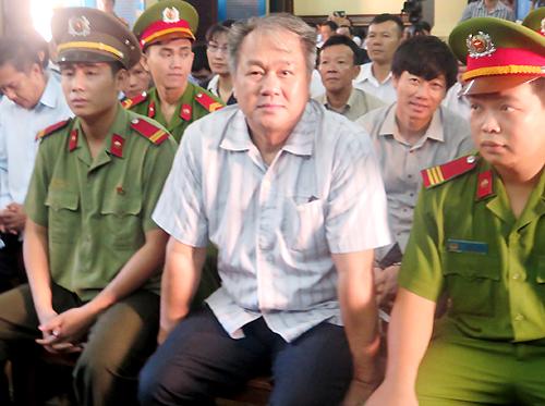 ong-pham-cong-danh-phu-nhan-chi-dao-rut-5490-ty-dong