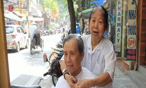 Bà lão hơn nửa thế kỷ làm nghề cắt tóc