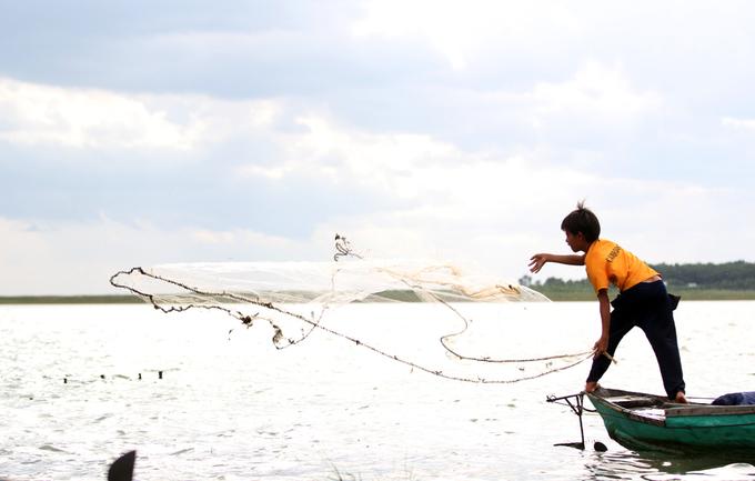 Phận đời của nghìn Việt kiều không quốc tịch bên hồ Dầu Tiếng
