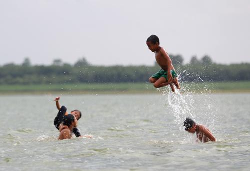hon-nghin-viet-kieu-khong-quoc-tich-song-ven-ho-dau-tieng-2