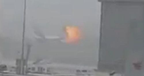Hình ảnh chụp từ video cho thấy một vụ nổ xảy ra trên máy bay. Ảnh: Reuters