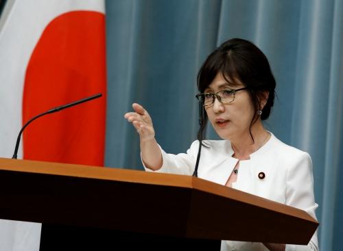 Bà Inada hôm qua trả lời phỏng vấn tại họp báo. Ảnh: Reuters