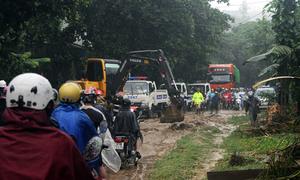 Quốc lộ 4D qua Lào Cai bị chia cắt do nước lũ