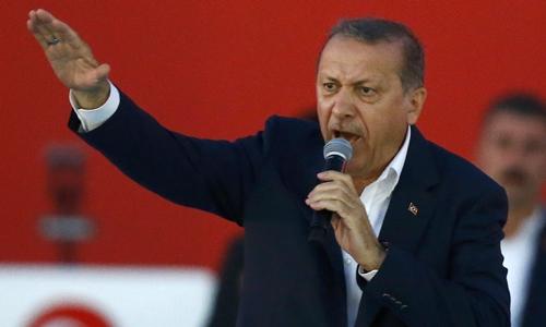 Tổng thống Thổ Nhĩ Kỳ Tayyip Erdogan phát biểu trước người ủng hộ tại thành phố Istanbul ngày 7/8. Ảnh: Reuters.