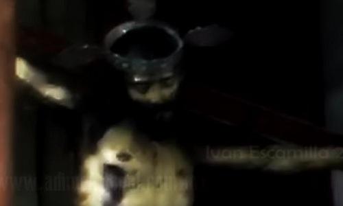 video-tuong-chua-jesus-mo-mat-gay-tranh-cai-1