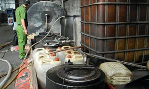 80 xe bồn xăng dầu ở Sài Gòn bị 'rút ruột' mỗi ngày
