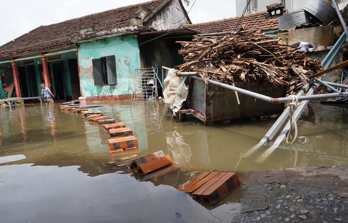 Nhiều hộ dân TP Thanh Hóa phải thuê trọ vì nước ngập nhà
