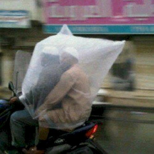 Cách đi mưa không cần mặc áo mưa - phát minh bá đao, chỉ có ở Ấn Độ