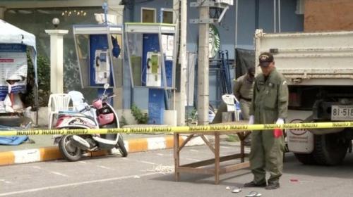 Nhân viên phá bom tại hiện trường vụ nổ ở Hua Hin. Ảnh: Reuters