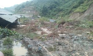 Huyện biên giới Mường Lát bị cô lập trong mưa lũ