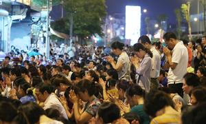 Hàng nghìn người dự lễ Vu Lan vái vọng trong mưa
