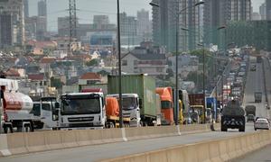 Hai xe container tông nhau, cầu Phú Mỹ kẹt cứng hơn 3 giờ