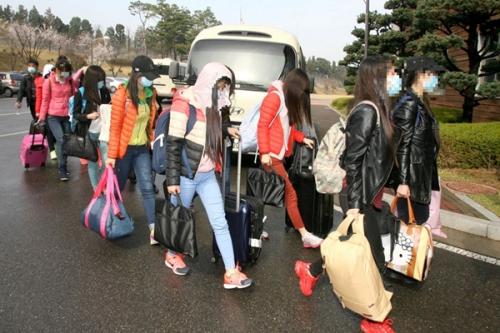 Các nhân viên nhà hàng Triều Tiên ở Trung Quốc trốn sang Hàn Quốc. Ảnh: Yonhap