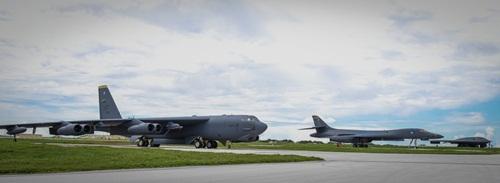Ba máy bay tại căn cứ trên đảo Guam. Ảnh: USAirforce