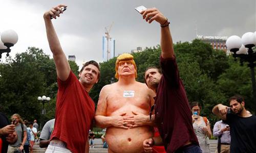 tuong-donald-trump-khoa-than-gay-nao-loan-new-york