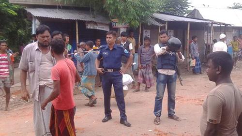 Hàng trăm người ởhuyệnHabiganj, Bangladesh xô xát sau khi xem phim. Ảnh: BBC