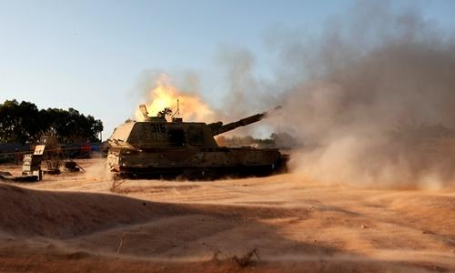 Lực lượng ủng hộ chính phủ Libya tấn công nhằm vào phiến quân Nhà nước Hồi giáo ở thành phố Sirte ngày 15/8. Ảnh: Reuters