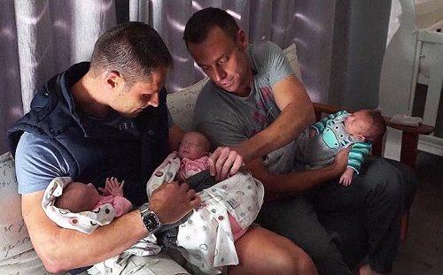 Christo và Theo Menelaou cùng 3 đứa con. Ảnh: Sky News
