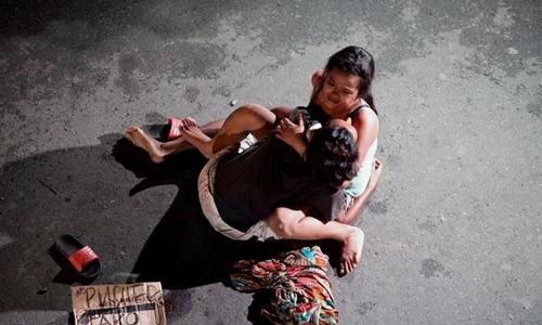 Một nghi phạm ma túy bị cảnh sát hạ gục ở Philippines. Ảnh: Reuters.