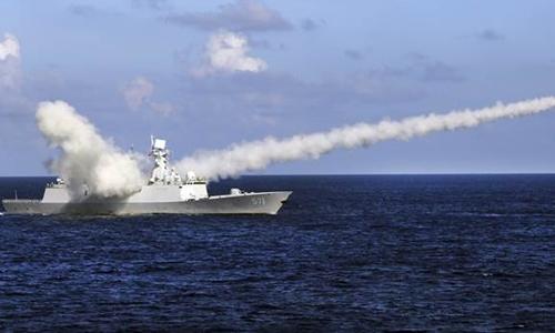 Hải quân Trung Quốc tập trận bắn đạn thật ở vùng biển giữa đảo Hải Nam và quần đảo Hoàng Sa của Việt Nam hôm 8/7. Ảnh: AP.