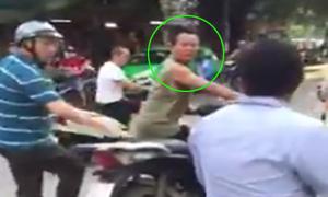 Lao SH vào ngăn cản hai người đánh nhau giữa đường Hà Nội