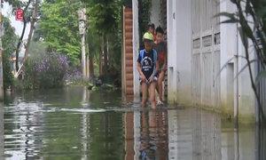 Ngõ biến thành 'sông' sau bão Dianmu