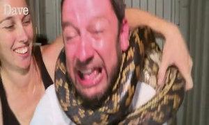 Trăn siết cổ người trong show truyền hình Australia
