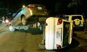 Ôtô xếp chồng lên nhau sau tai nạn kiểu Fast and Furious