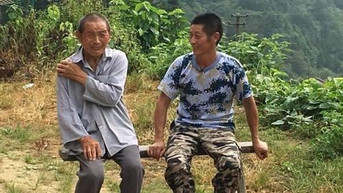 Xiong Jigen cũng ở lại để chăm sóc cho chú của mình.Ảnh:BBC
