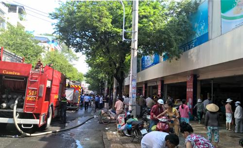 chay-mot-phan-cho-an-dong-hang-tram-tieu-thuong-thao-chay-1