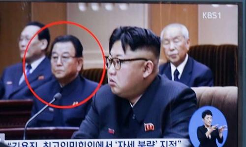 Truyền hình Hàn Quốc đưa tin về việc Triều Tiên xử tử phó thủ tướng Kim Yong-jin. Ảnh: AP.