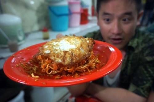 Món mỳ cay ở Indonesia được đầu bếpBen Sumadiwiria cho là món ăn cay nhất thế giới. Ảnh: Mirror
