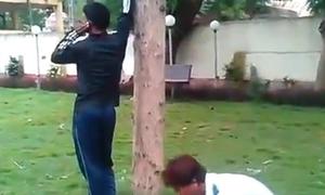 Chàng trai chạy thục mạng vì bị chơi khăm