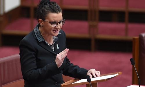 Nghị sĩ Jacqui Lambie chỉ trích một nam nghị sĩ khác là gái bán hoa rao giảng đạo đức. Ảnh: Smh.com.au